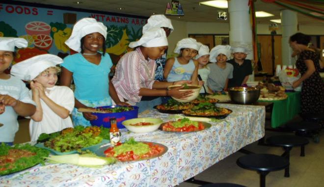 Nuestra primera cena comunitaria, 2004